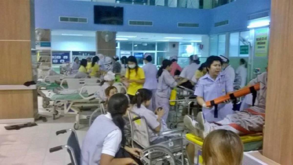 ลพบุรี-ปิกอัพประสานงารถบัสตกถนนเจ็บกว่า 40 ราย