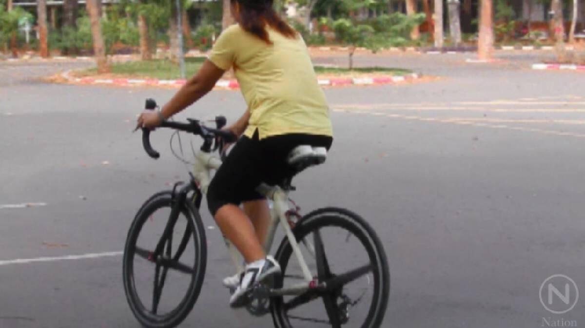 นักวิจัย มข.สร้างจักรยานจากผ้าไหม คันแรกของโลก เตรียมปั่นเพื่อพ่อ