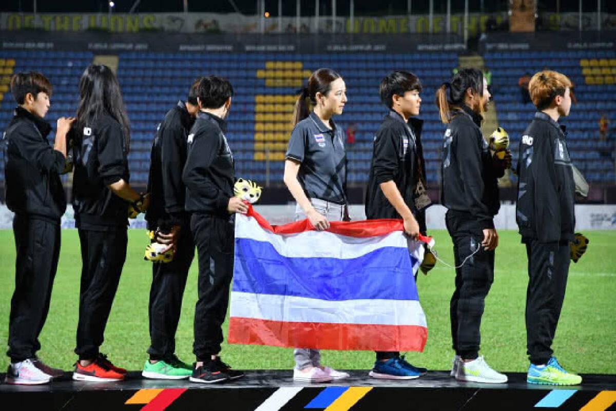 แข้งสาวไทย ยิงไม่พอ หลั่งน้ำตารับเหรียญเงิน