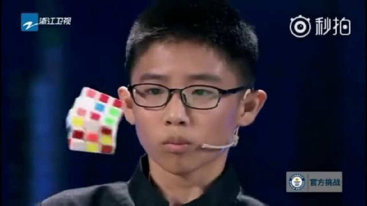 เด็ก 12 ปีจีน โชว์สกิลขั้นเทพ!! แก้รูบิค 3 อันใน 5 นาที