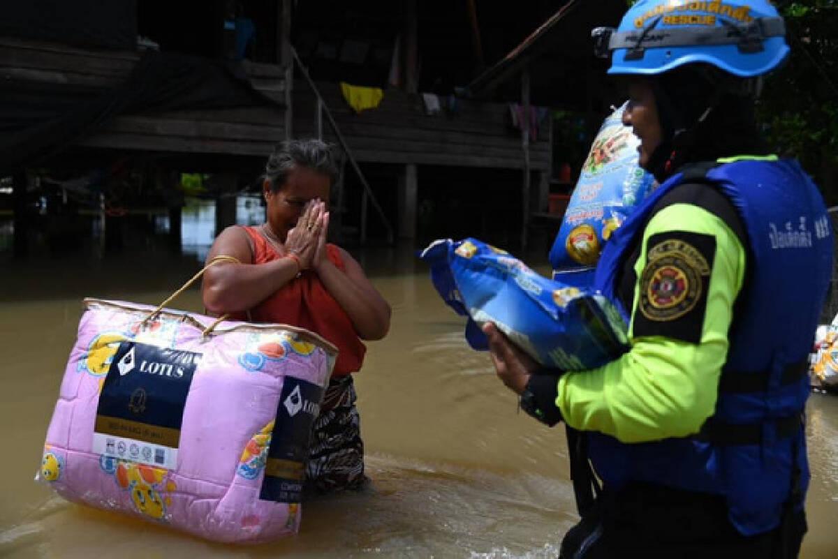 'ได๋ ไดอาน่า' แนะช่วยให้ถูกจุด หลังลงพื้นที่ช่วยน้ำท่วมอุบลฯ