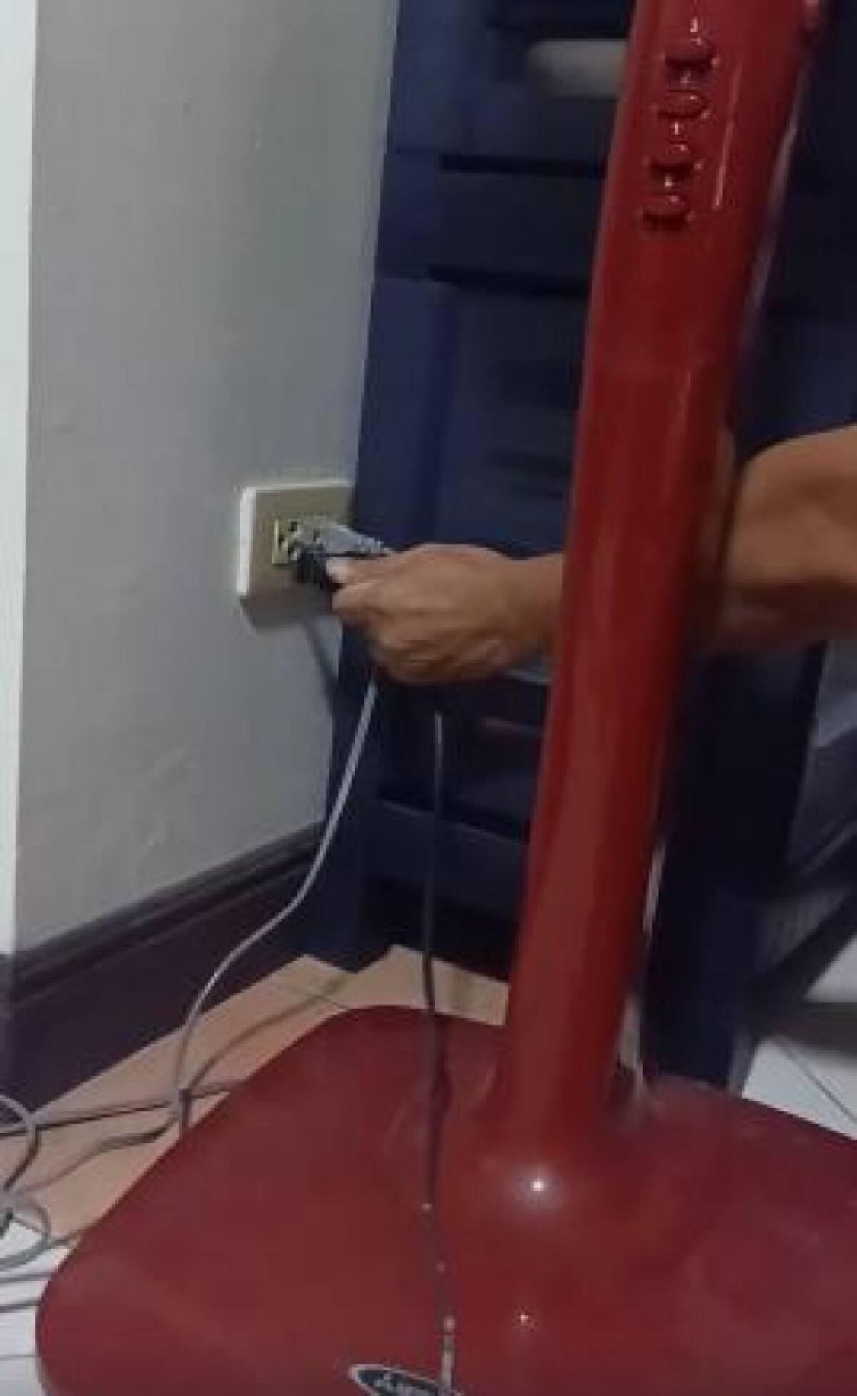 """โซเชียลเเชร์! """"ปลั๊กพ่วง ควรปิดอย่างไรให้ไฟฟ้าไม่ทำงาน"""