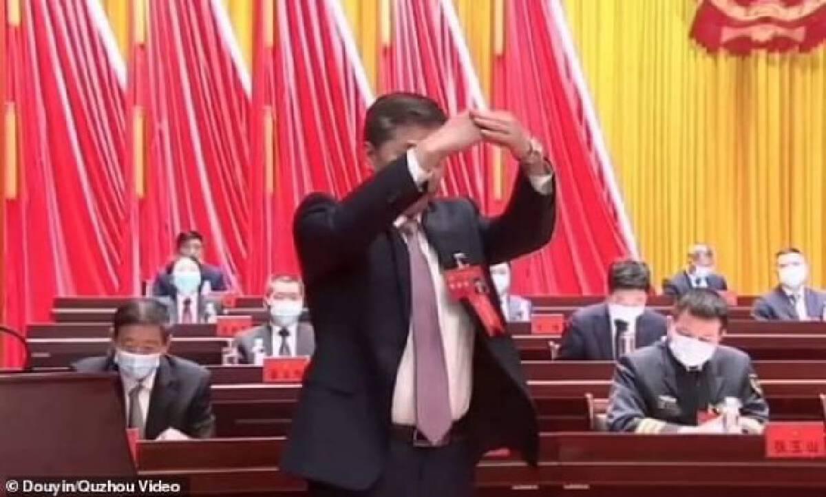 """ปลอดภัยแถมเท่!! จีนเว้นระยะไม่สัมผัสมือใช้ทักทายแบบ """"ราชวงศ์ฮั่น"""" ช่วงโควิด-19 ระบาด"""
