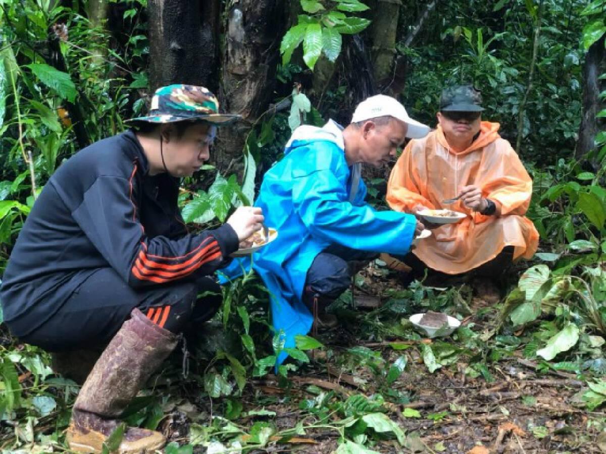 เจ้าหน้าที่ สธ. เกือบเอาชีวิตไม่รอด บุกป่าฝ่าดงรักษาชาวบ้านห่างไกล