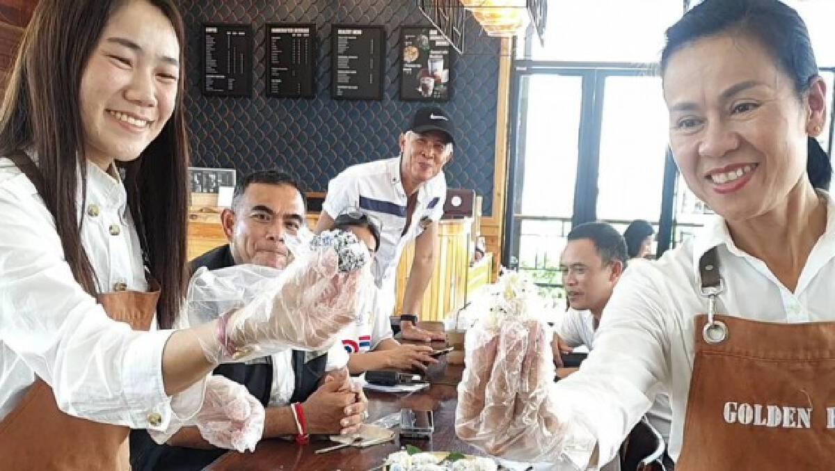 อนุรักษ์ขนมไทย-ทำถั่วแปบแจกฟรีลูกค้า