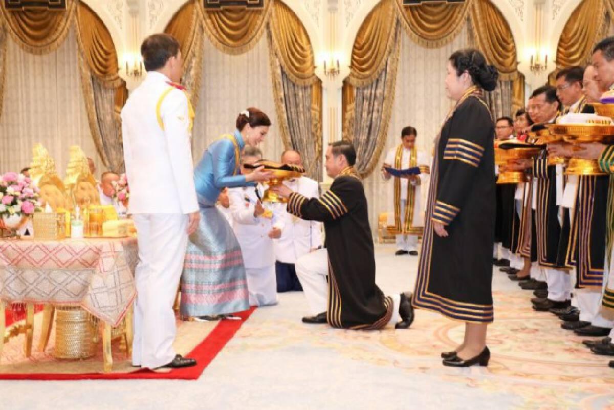 ม.ราชภัฎทั่วประเทศ ทูลเกล้าฯ ถวายชุดครุย และปริญญาดุษฎีกิติมศักดิ์ สมเด็จพระนางเจ้าฯ พระบรมราชินี