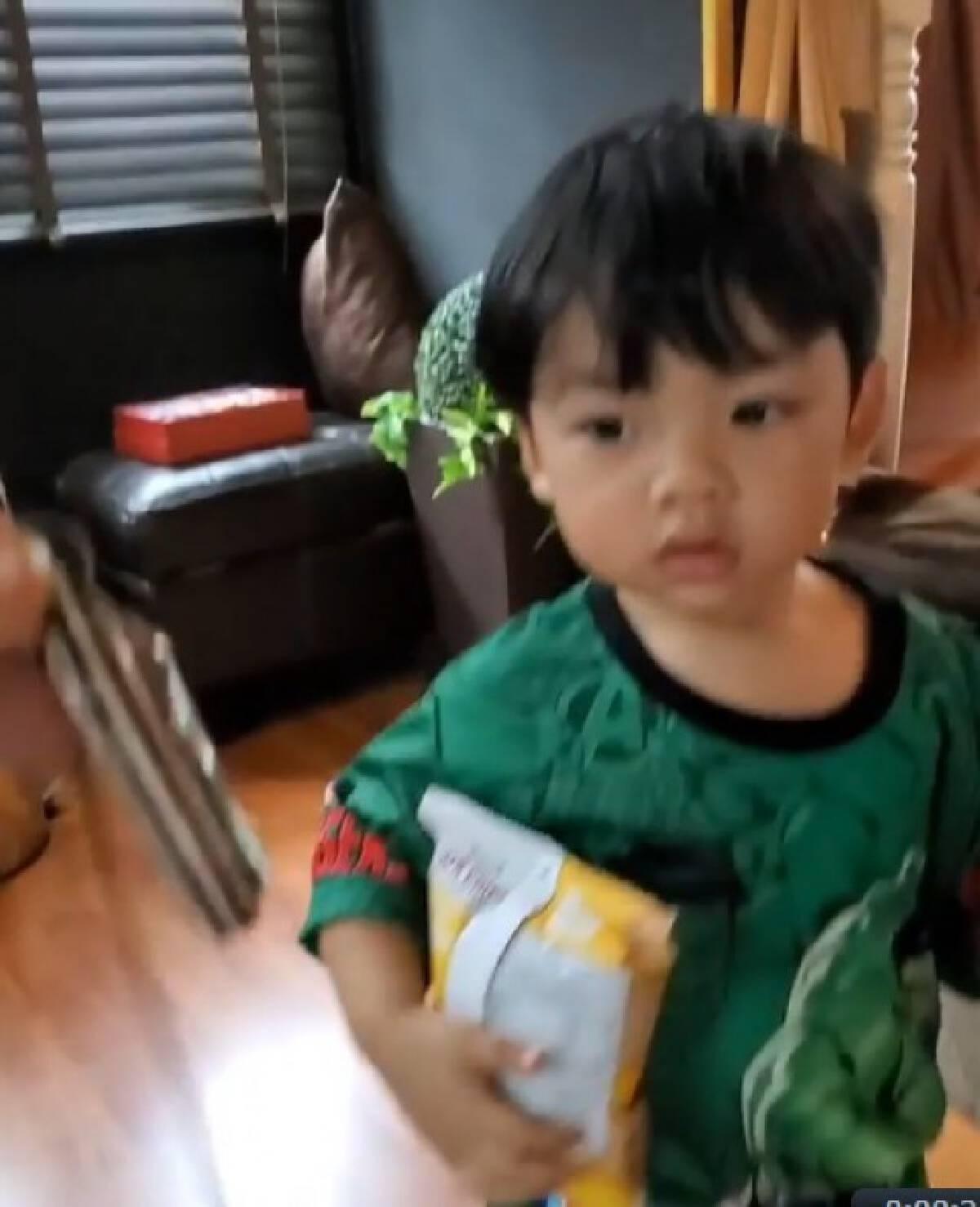 """"""" เพชรจ้า """" งงในงง เผยเรื่องลูกชายกับกุมาร ชาวเน็ตฮือฮาเห็นเลขเด็ดแว๊บๆ !!"""
