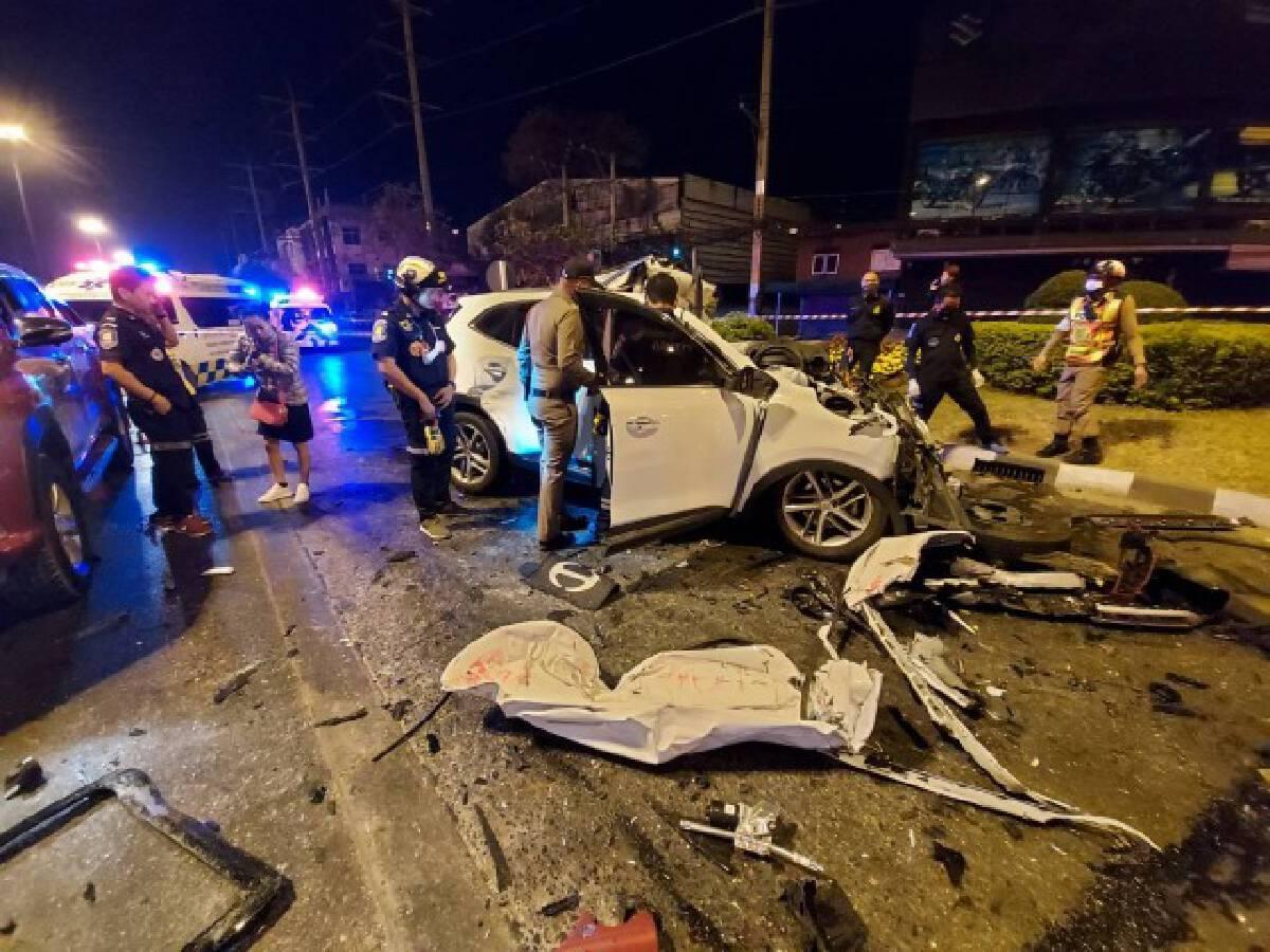 อุบัติเหตุซ้ำซ้อนหนุ่มซิ่งเก๋งก็อปปี้ท้ายรถบรรทุกดับคาที่