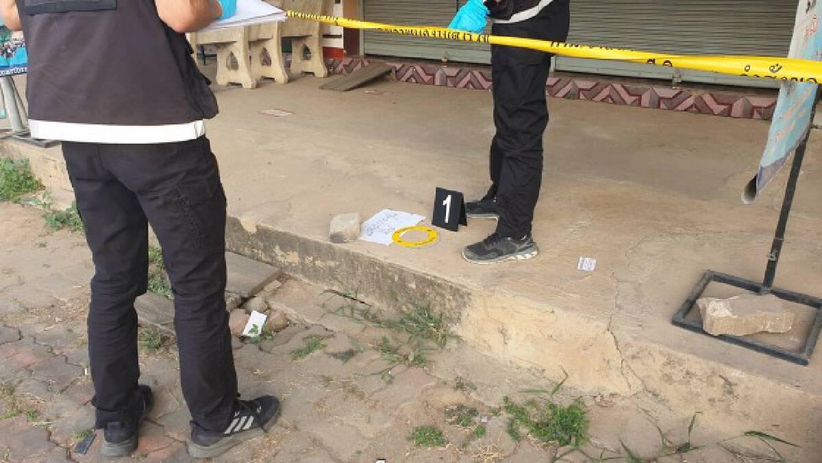 อุกอาจ 2 คนร้าย พกปืนปล้นร้านทอง กวาดทองไป มูลค่ากว่า 1 ล้านบาท