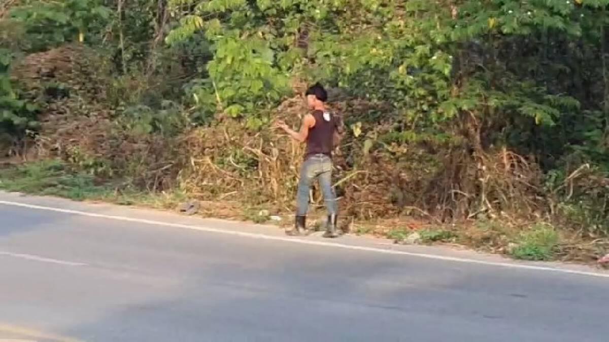 หนุ่มเมียนมาร์เครียดตกงานถือขวานอาละวาดกลางถนน