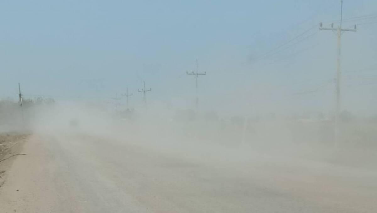 โวยรถบรรทุกวิ่งผ่านบ้านทรุด-ฝุ่นคลุ้ง วอนแก้ไข