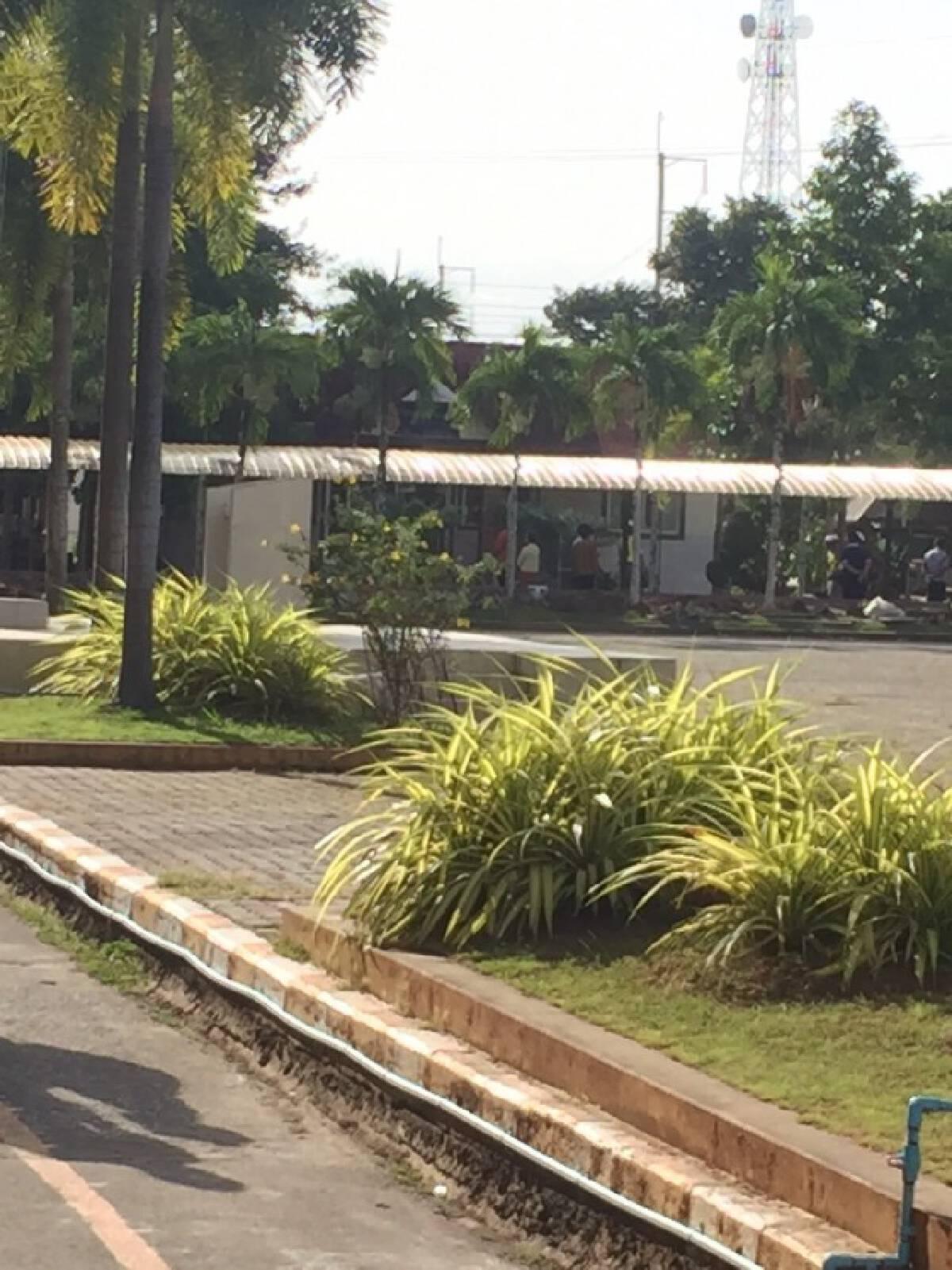 ผอ.โรงเรียนในสงขลา เครียดจัดงัดปืนโชว์นักเรียนหน้าเสาธง