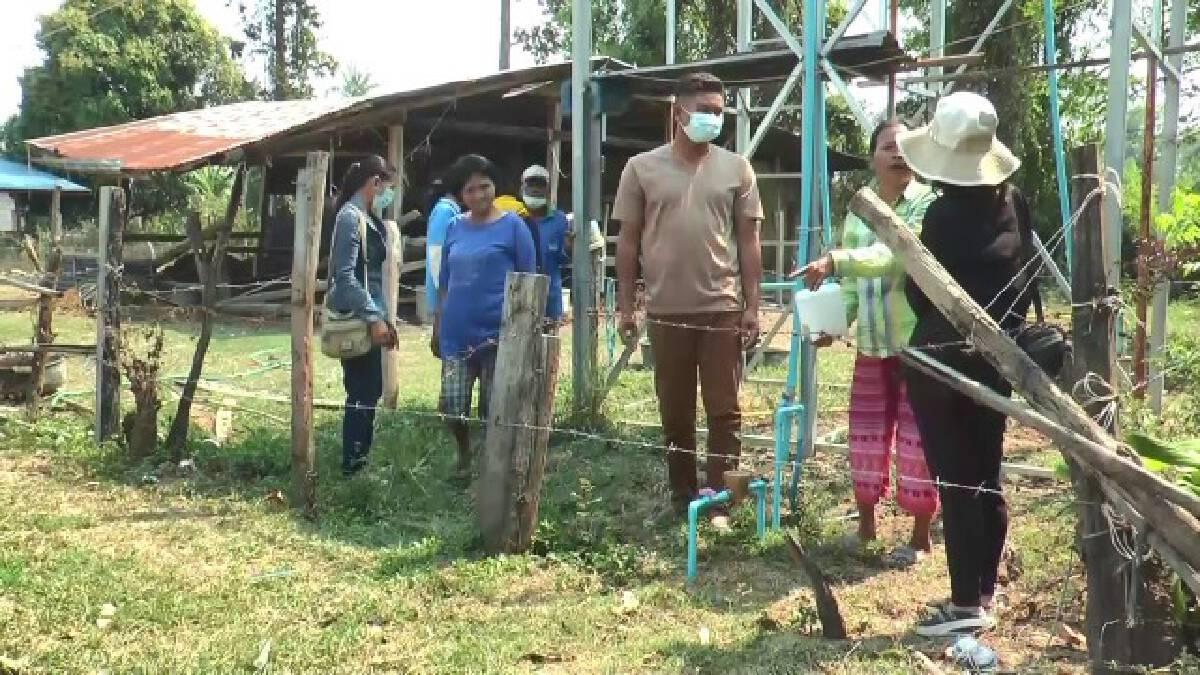 ชาวบ้านรวมกลุ่มลงขันเป่าล้างบ่อบาดาลเก่าผลิตประปาใช้เอง