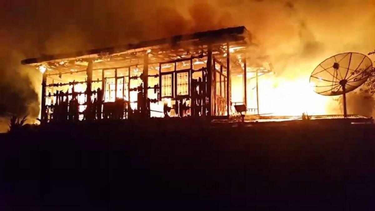 ไฟไหม้บ้าน3หลัง คุณยายวัย84ปีหนีไม่ทันดับคากองเพลิง