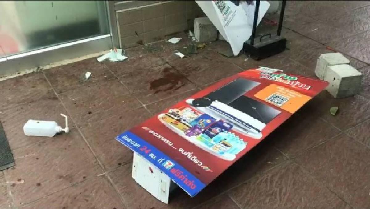 หนุ่มคลั่งทุบกระจกรถ และร้านสะดวกซื้อก่อนนอนให้รถเหยียบเสียชีวิต