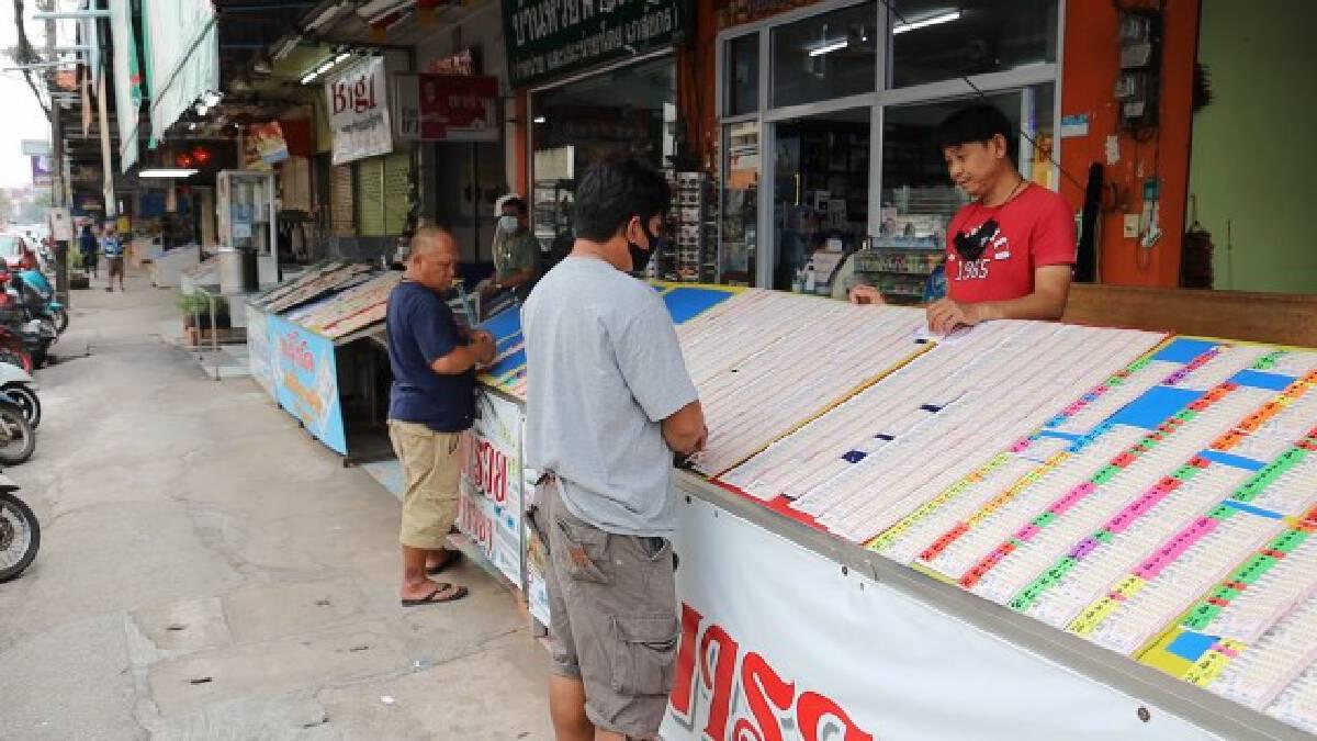 ร้านขายลอตเตอรี่อุดรโอดยังเหลือเต็มแผงเพราะเดือนนี้มี28วัน