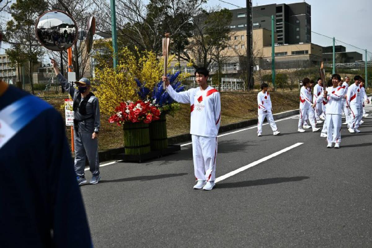 """เริ่มแล้ว! วิ่งคบเพลิงโอลิมปิก นับถอยหลัง 121 วัน สู่พิธีเปิด """"โตเกียวเกมส์"""""""