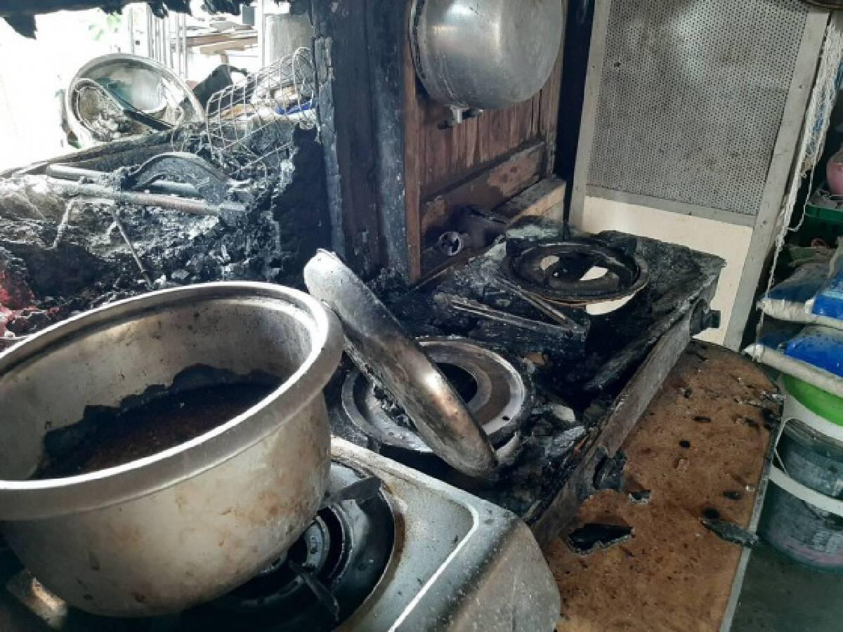 ไฟไหม้ซุ้มไก่ชนเหตุอุ่นอาหารแล้วลืมปิดแก๊ส