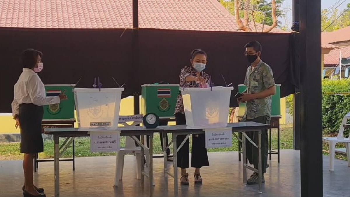 ชาวโคราชตื่นตัว ออกมาใช้สิทธิ์ลงคะแนนเลือกตั้งเทศบาล