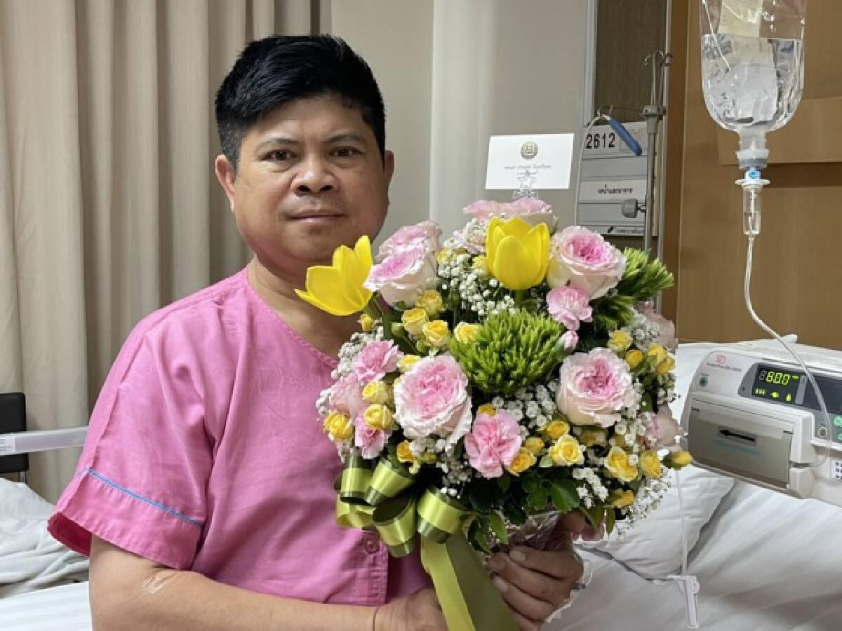 """แรมโบ้ปลื้ม ! """"ลุงตู่"""" ส่งดอกไม้เยี่ยมอาการป่วย ขอบคุณผู้บังคับบัญชาที่ใส่ใจลูกน้องถึงเพียงนี้"""