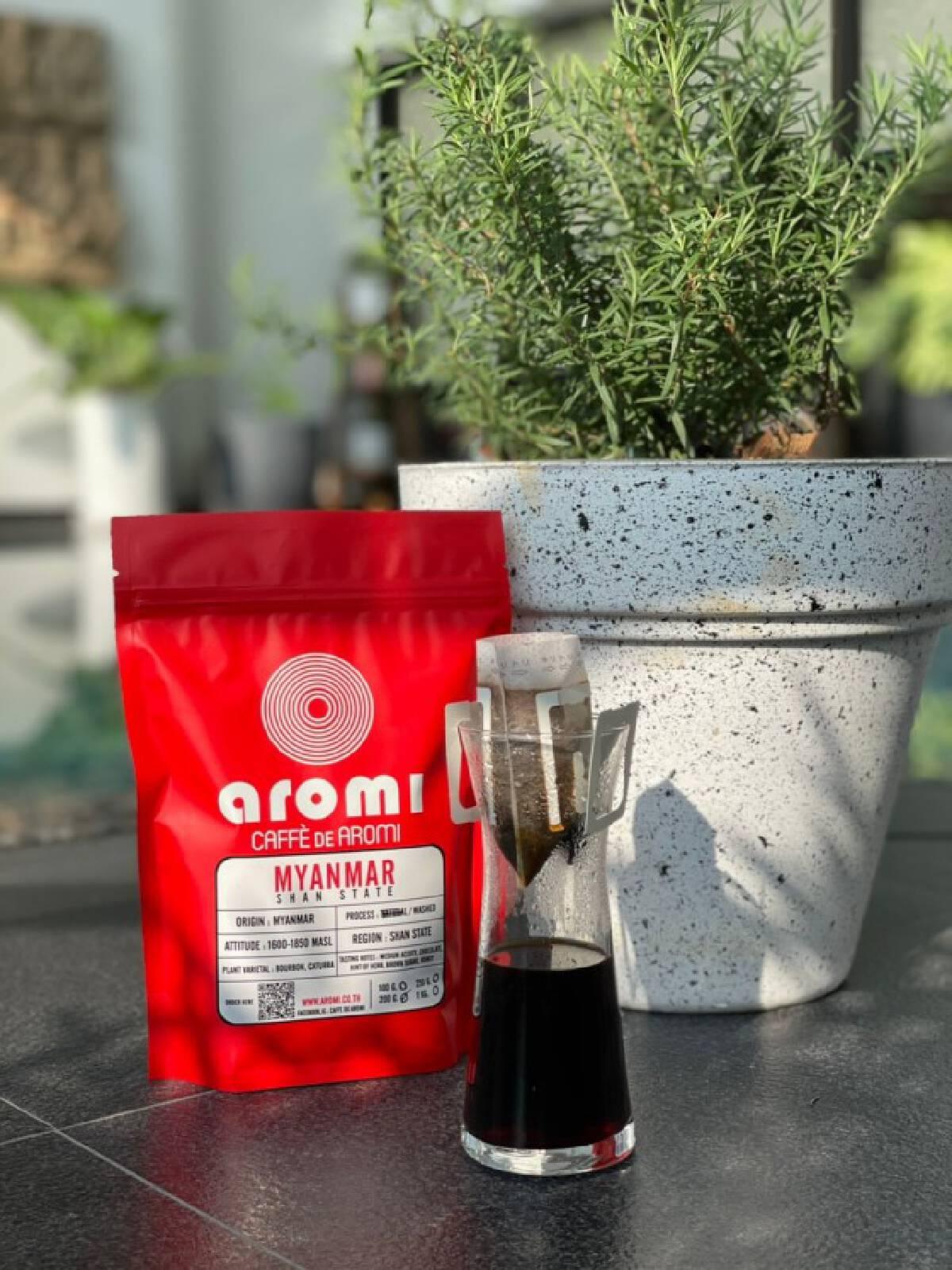 """เปิดเส้นทางธุรกิจ เจ้าของแบรนด์  """"Caffè de Aromi"""""""