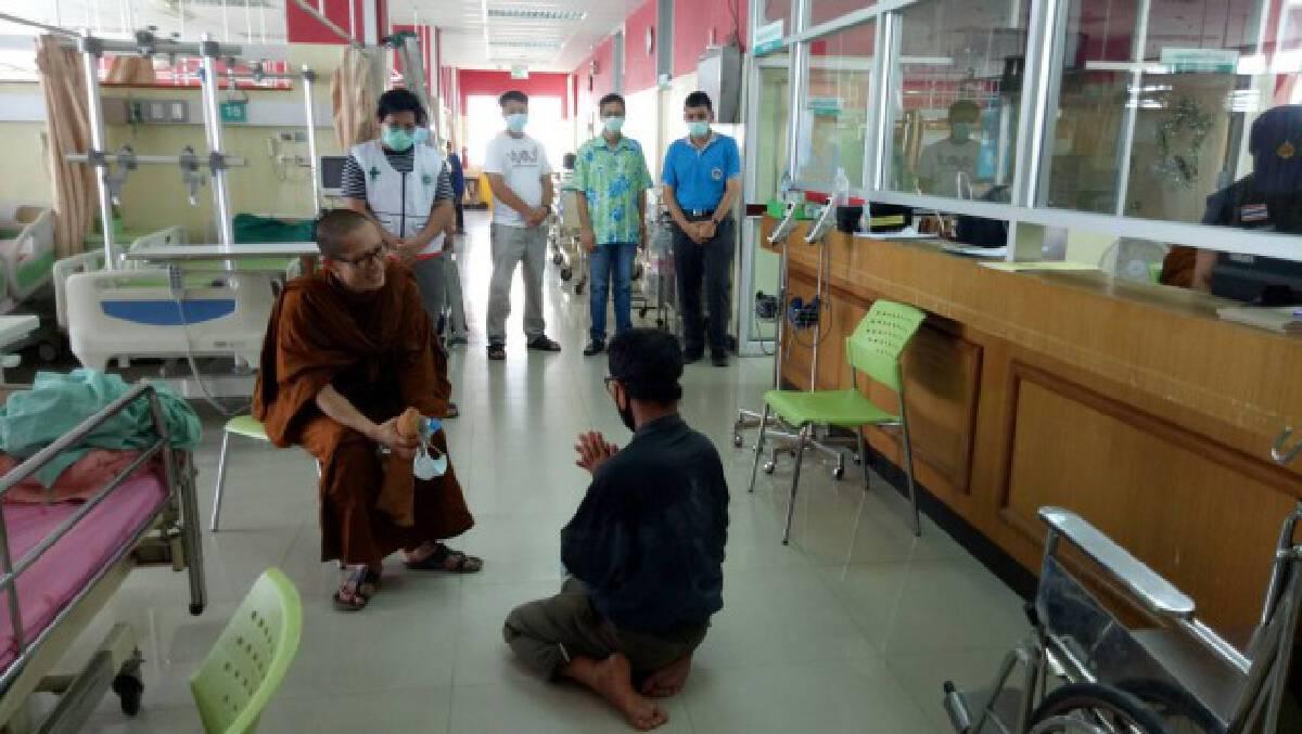 ชายวัย 56 ปีเครียดปีนระเบียงตึกผู้ป่วยโรงพยาบาลขู่โดดฆ่าตัวตาย