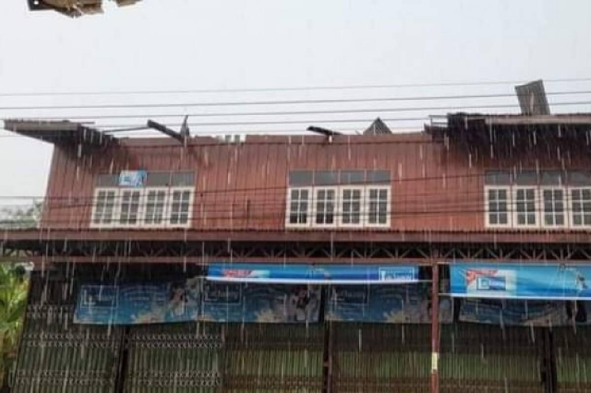 พายุโซนร้อนถล่มยับ 2 อำเภอ โรงเรียน-สถานีขนส่งฯ เสียหายยับ