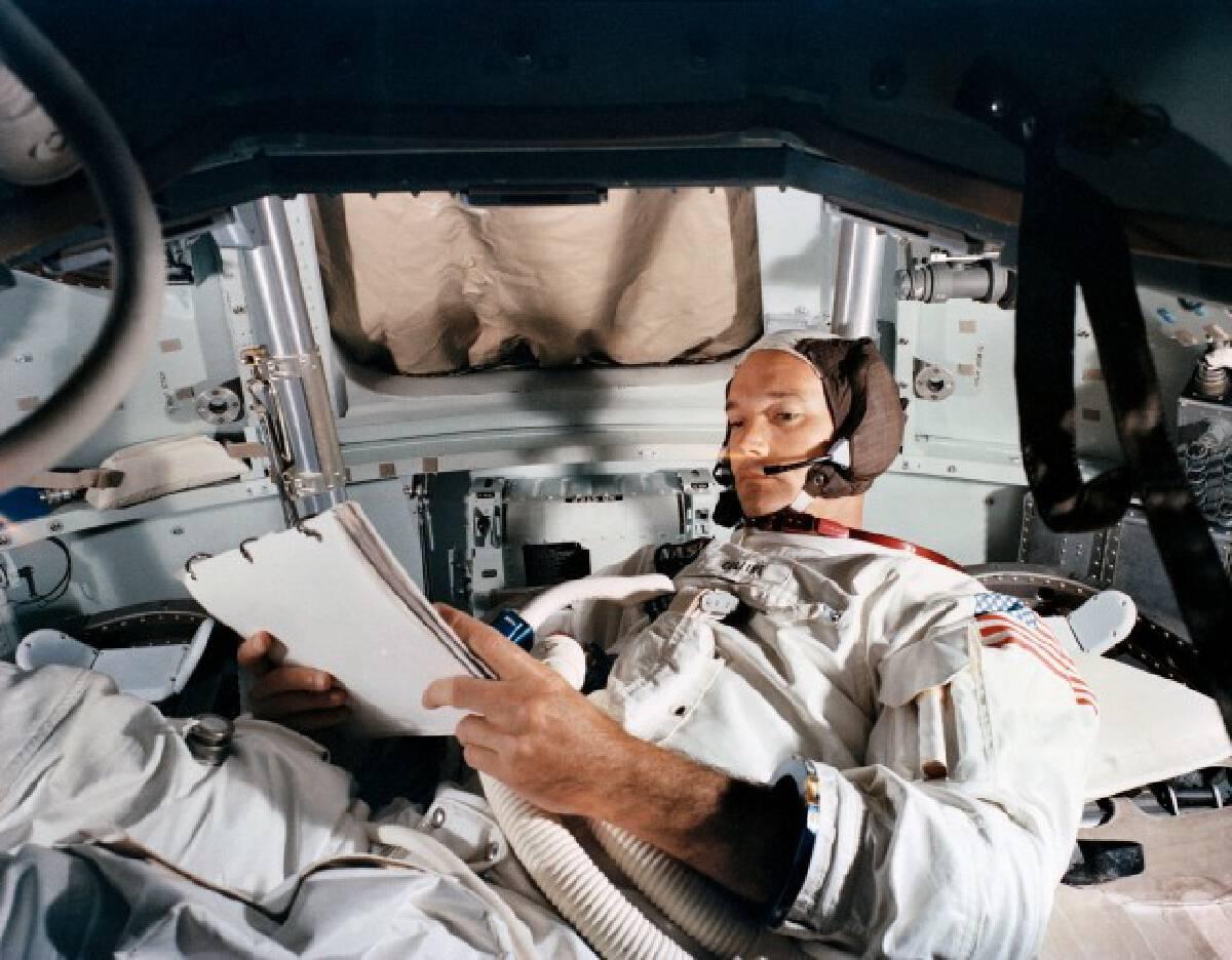 """""""ไมเคิล คอลลินส์"""" นักบินอวกาศ """"อพอลโล 11"""" เสียชีวิตแล้วด้วยวัย 90 ปี"""