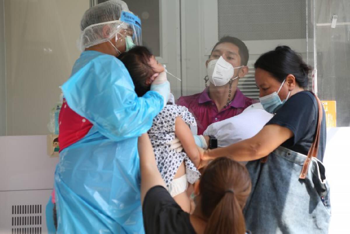 ผู้ว่าฯกทม. ลั่น 2 สัปดาห์ ควบคุมสถานการณ์คลองเตยได้ วางเป้าเร่งฉีดวัคซีนให้ได้ร้อยละ 70 ทั่วกรุง