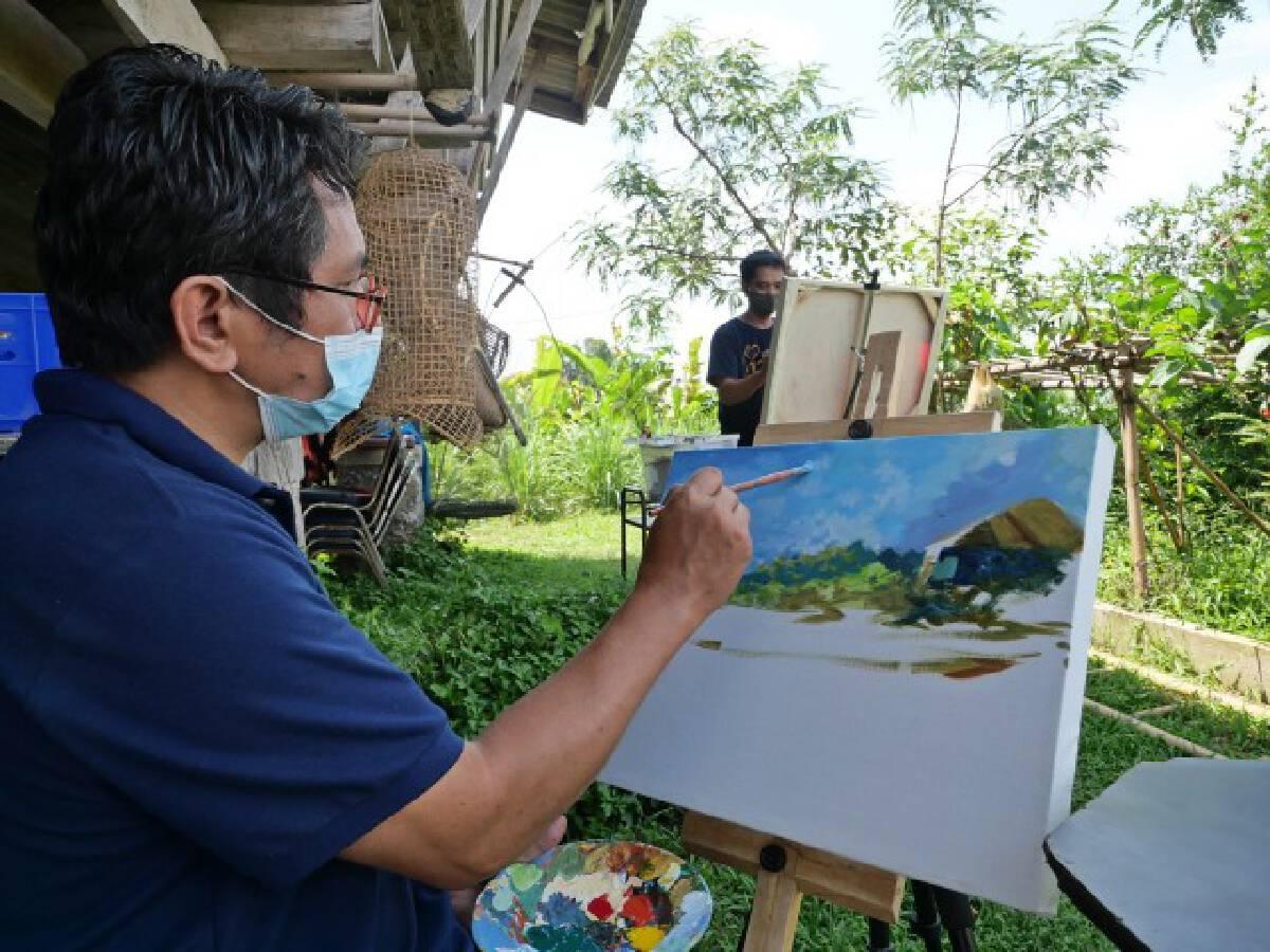 ศิลปินเมืองน้ำกว๊านวาดรูปประมูล-หารายได้ช่วยเหยื่อวาตภัย