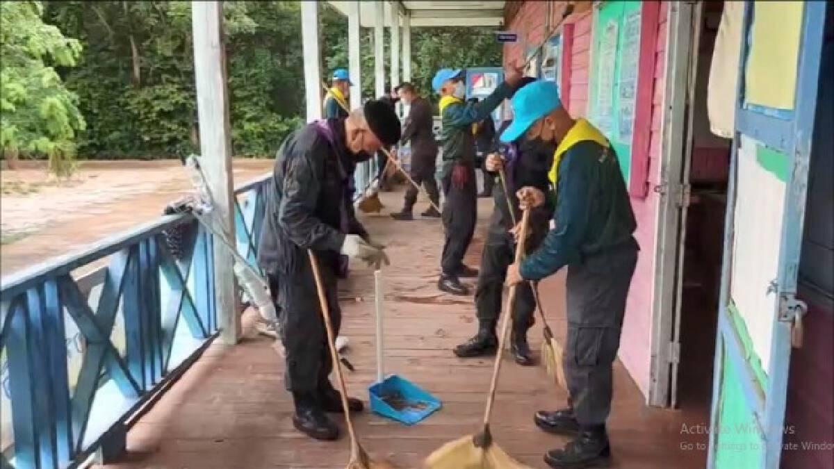 ทหารพราน23 ช่วยทำความสะอาดรร.ป้องกันโควิดรับเปิดเรียน