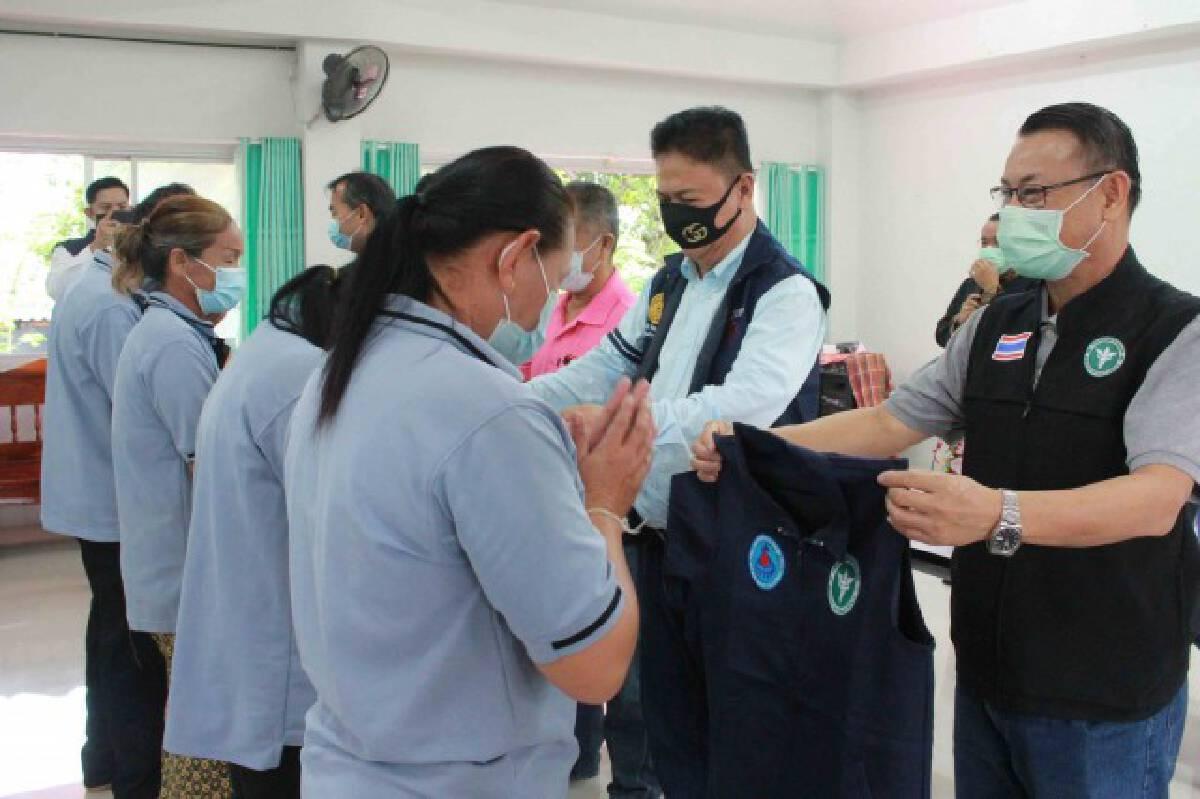 รณรงค์ฉีดวัคซีนมอบเสื้อเกราะให้กำลังใจอสม.สู้ภัยโควิด-19