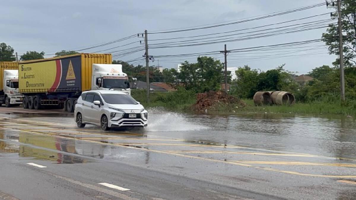 พายุทำพิษระบายน้ำไม่ทันท่วมขังถนนสัญจรลำบาก