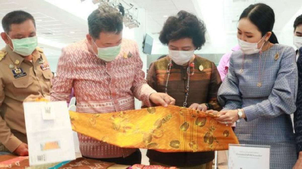 """ประชาชนภาคใต้ ปลื้มปีติ ส่งประกวดผ้าลายพระราชทาน """"ผ้าลายขอเจ้าฟ้าสิริวัณณวรีฯ"""" กว่า 200 ผืน"""