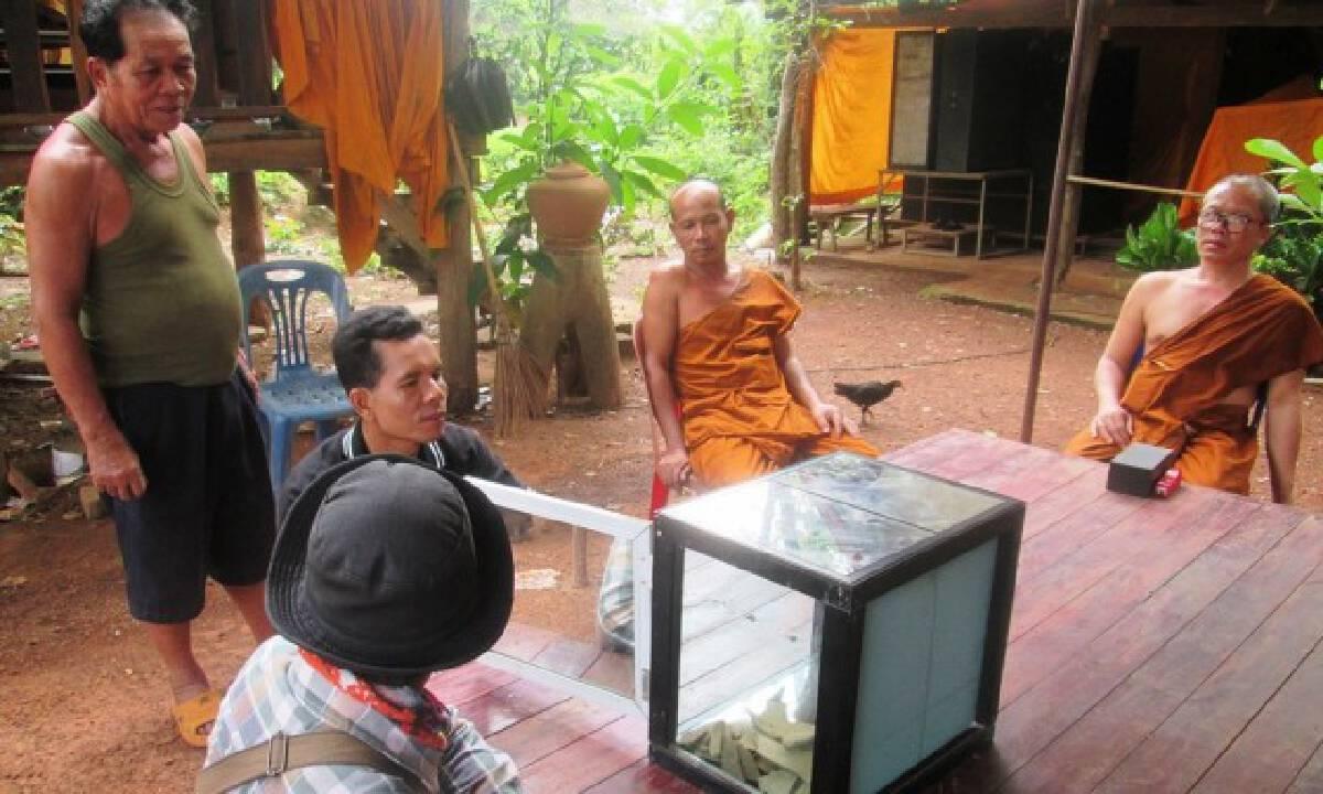 พบพระพุทธรูปอายุกว่า 200 ปี กลางทุ่งนาใส่ในไหโบราณ