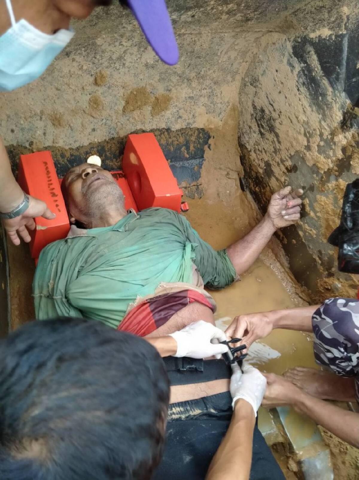 รอดปาฏิหาริย์ ช่วยคนงานติดในบ่อดูดทราย 8 ชม.