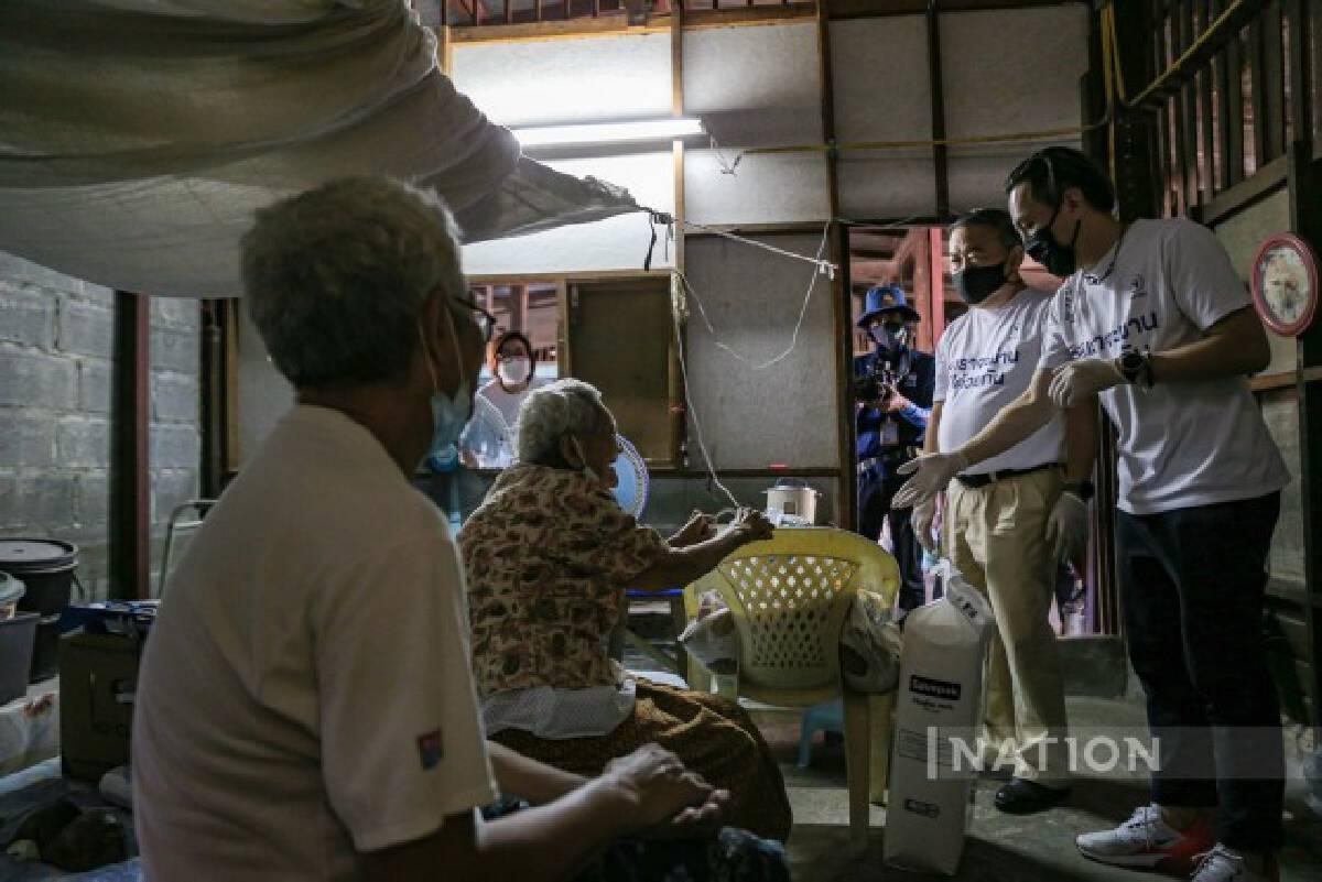 เนชั่นปันน้ำใจ เดินหน้าลงพื้นที่ ชุมชนสองคุณจ่า-ชุมชนวัดดุสิต บรรเทาผลกระทบโควิด