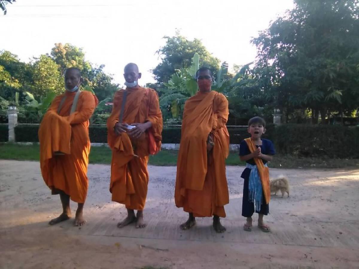 น้องเก้าตะวัน เด็กชายผู้มีใจรักในพุทธศาสนาขวัญใจพ่อเฒ่า-แม่แก่ในหมู่บ้าน