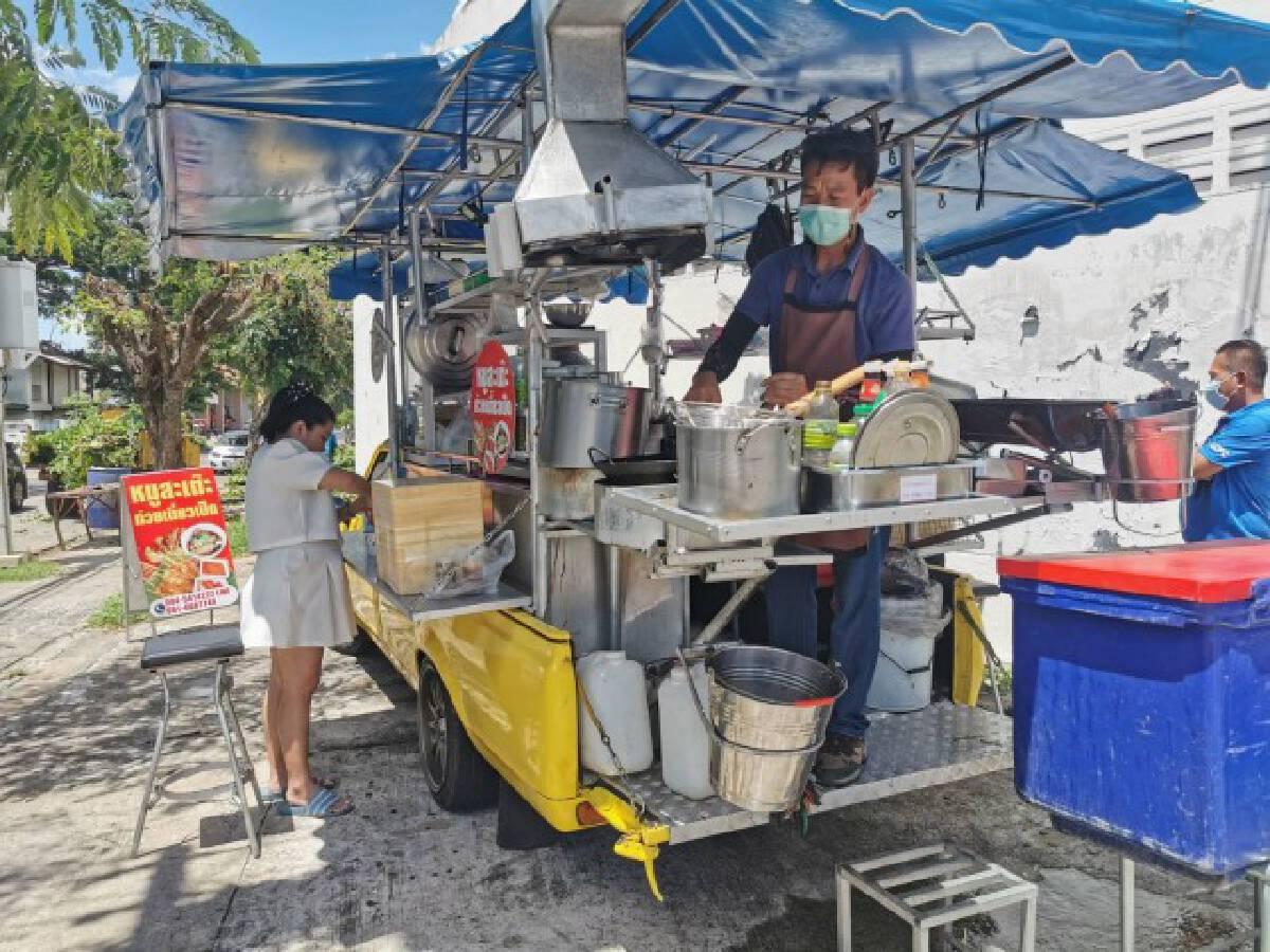 เจ้าของโต๊ะจีนดัดแปลงรถขายก๋วยเตี๋ยวอาหารตามสั่งเคลื่อนที่