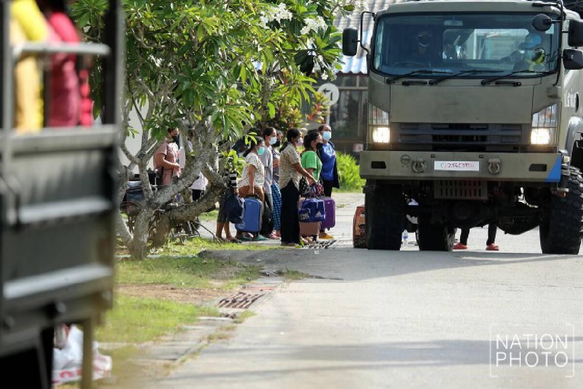 ทหารย้ายผู้ป่วยคลัสเตอร์โรงงาน จากสทิงพระเข้าโรงพยาบาลสนาม