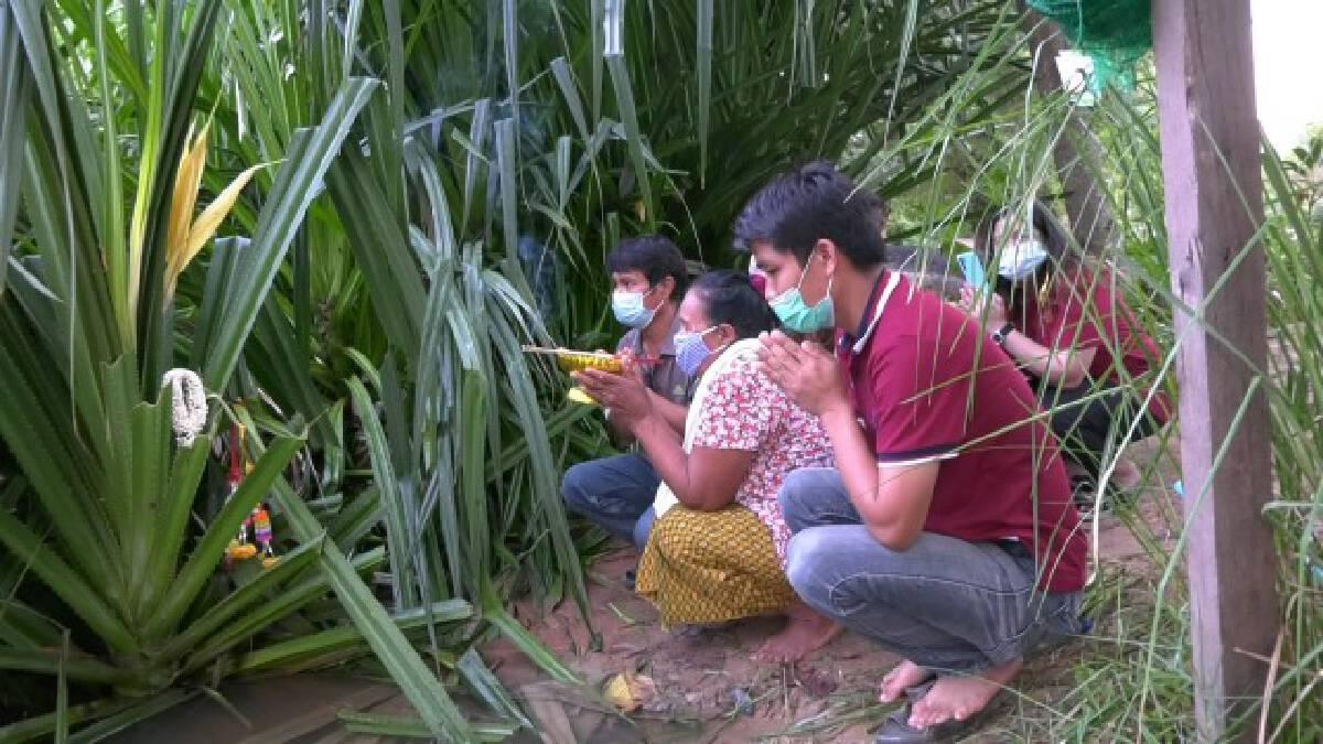 ฮือฮา! ชาวบ้านแห่ขอเลขเด็ดปราสาทที่เก่าที่สุดในไทย