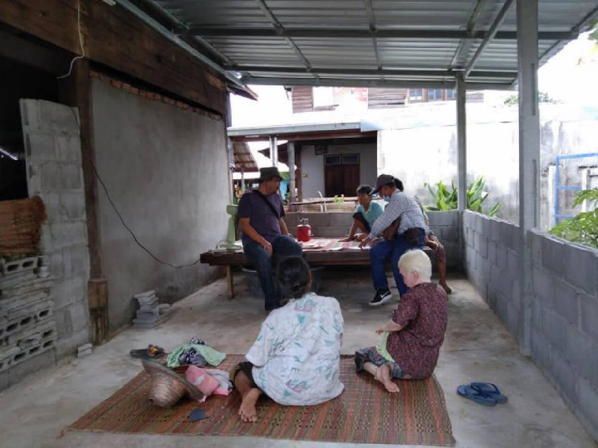 ตรวจรับบ้านพอเพียงเพื่อช่วยเหลือคนชนบท