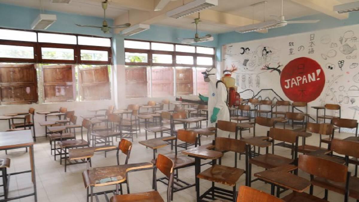 พ่นยาฆ่าเชื้อโรงเรียนอุดรพิทย์หลังนักเรียนติดโควิด