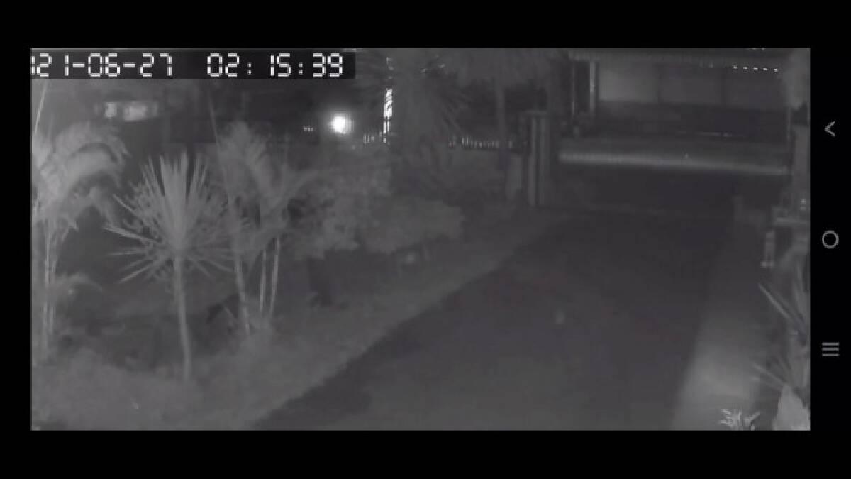 มือมืดจุดไฟเผารถยนต์พ่อค้าเร่ขายประดับยนต์ลามไหม้บ้าน