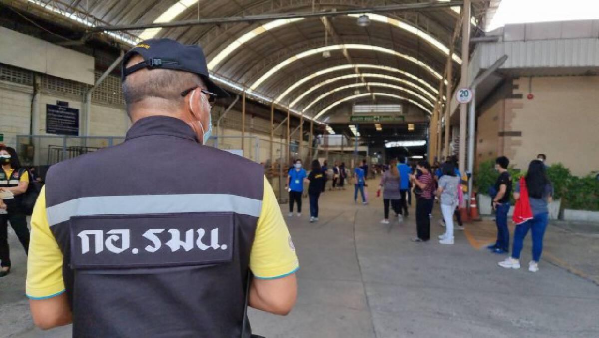 โรงงานเย็บผ้านนทบุรีติดเชื้อพุ่ง 60 คน คนงานนัดประท้วงให้ปิดฆ่าเชื้อ