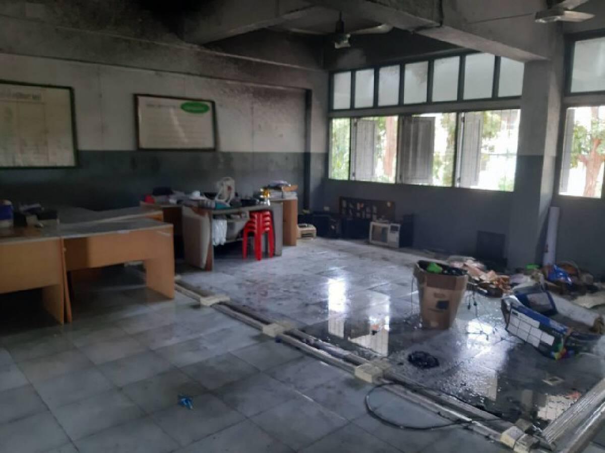 ไฟไหม้ห้องเรียนคอมพิวเตอร์ นักเรียนหนีวุ่น