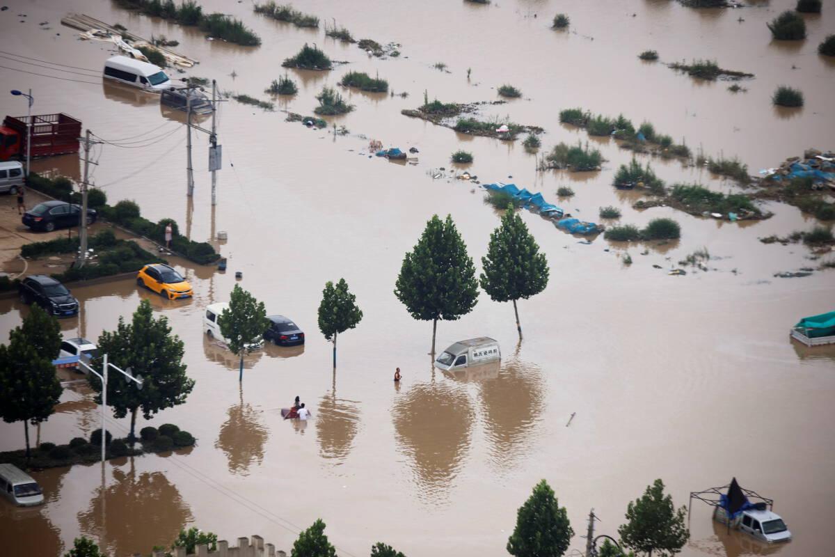 """""""น้ำท่วมเหอหนาน"""" ดับแล้ว 33 สูญหาย 8 ราย จีนทุ่มงบเร่งช่วยเหลือประชาชน"""