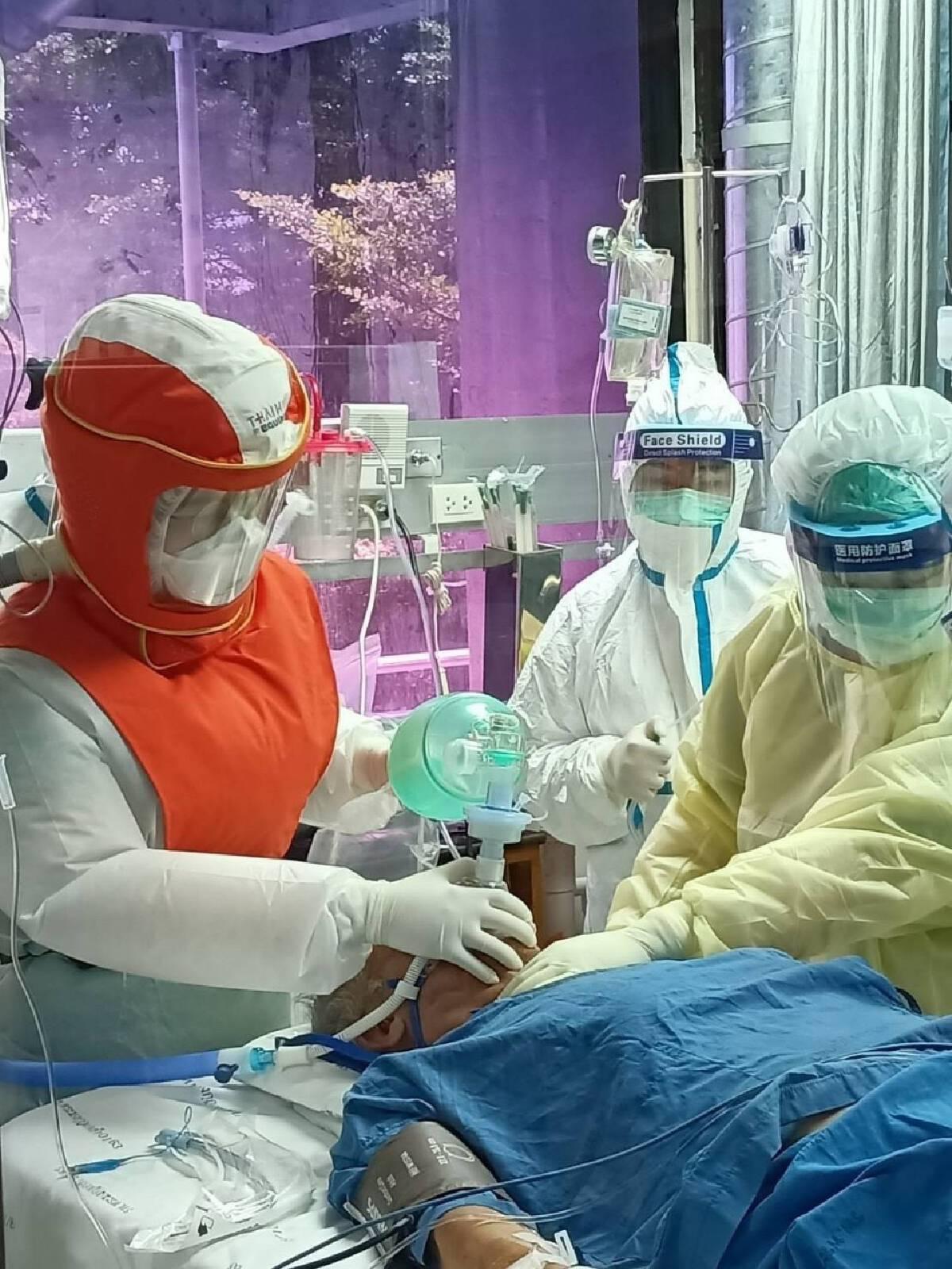 ในหลวงและพระบรมวงศานุวงศ์ พระราชทานอุปกรณ์การแพทย์และอาหาร