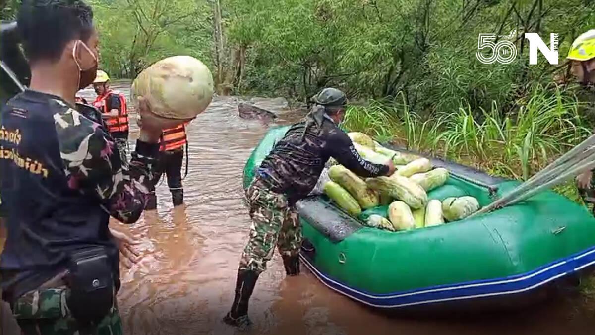 """ลุยน้ำท่วมช่วยชาวบ้าน """"บางกลอย"""" หลังฝนเทลงมา ทำน้ำท่วมสูง 1.5 เมตร"""