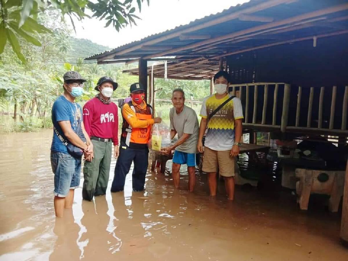 ฝนตกหนัก น้ำป่าไหลหลาก ท่วมบ้านเรือน-ทุ่งนากว่าร้อยไร่เสียหายหนัก